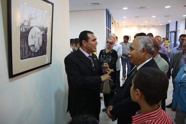 رئيس جامعة عمان الاهلية يفتتح معرض ...